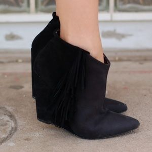 Betsy Johnson Ziah suede fringe boots